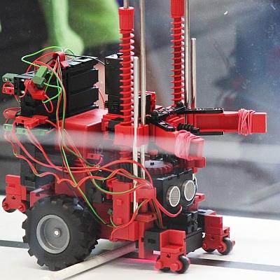 Abb.: RoboCup-Roboter aus fischertechnik (2014)