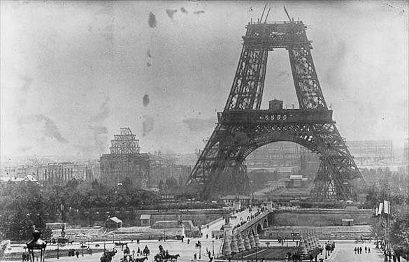 Eiffelturm im Bau (1889)