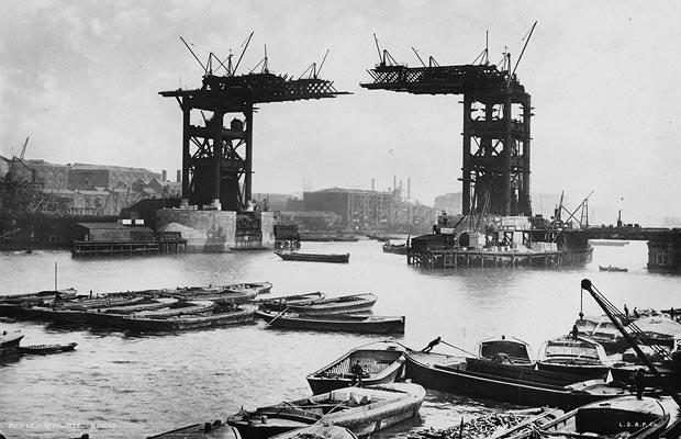 Tower Bridge in der Bauphase
