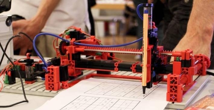 Sudoku-Roboter von Paul Kutzer (1. Preis bei Jugend Forscht 2015)