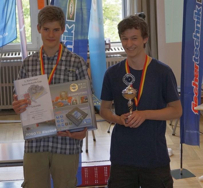 Team RoBoss gewinnt ersten Preis beim Karlsruher Schul-Robotik-Cup 2015
